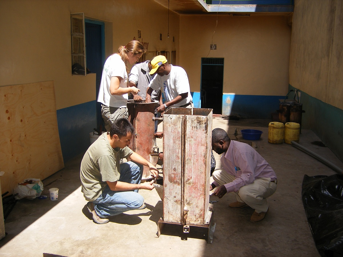 Putting the mould together, Machakos 2007