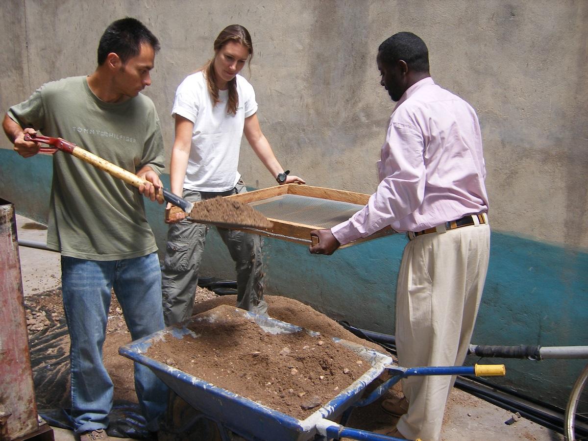 Sieving sand, Machakos 2007